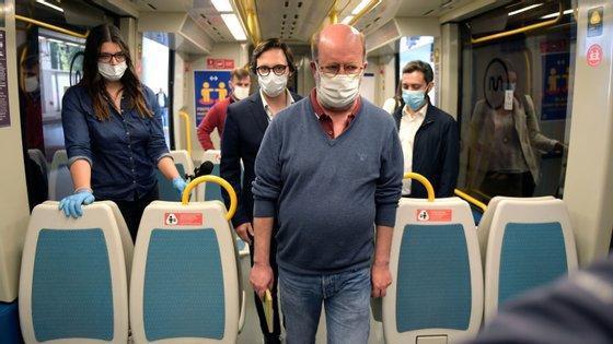 """Foi numa estação de metro praticamente vazia que o ministro do Ambiente pode verificar que """"tudo está preparado"""" para esta segunda-feira"""