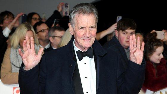 A reação do ator britânico de 76 anos segue-se a várias outras contra a manutenção do isolamento dos idosos