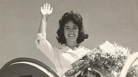 Maria Helena Varela Santos estreou-se na RTP em 1956, e abriu as emissões oficiais do seu primeiro canal, em 07 de março 1957 (foto de perfil da conta de Facebook / TAP)