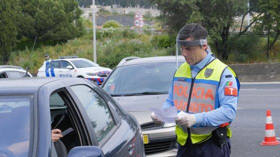 """A """"Operação Transição Segura"""" envolveu 848 polícias do Comando Metropolitano de Lisboa da PSP, que, entre as 17h de sábado e as 17h de domingo, abordaram 13.500 pessoas"""