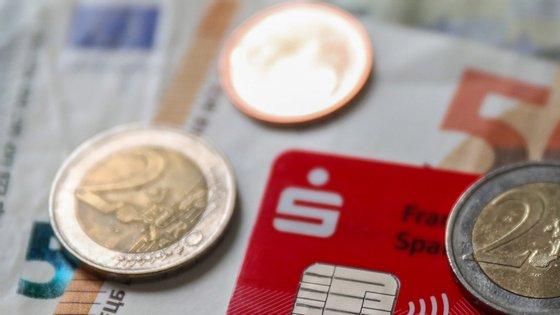 O programa de compra de ativos do BCE tem sido determinante para manter as taxas de juro da dívida dos países da zona euro mais endividados em níveis baixos