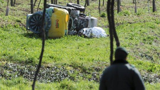 No local, estiveram seis viaturas e 16 operacionais, entre Bombeiros Sapadores e Voluntários de Viseu, GNR e INEM