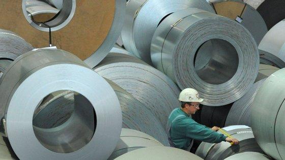 Em termos homólogos, as maiores quebras dos preços na produção industrial foram registadas na Lituânia (-6,3%), na Dinamarca (-6,2%) e na Grécia (-5,8%)