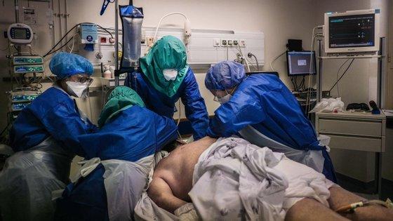 Segundo os sindicatos, o regime excecional de proteção de imunodeprimidos e doentes crónicos está vedado aos médicos, enfermeiros, forças de segurança e bombeiros