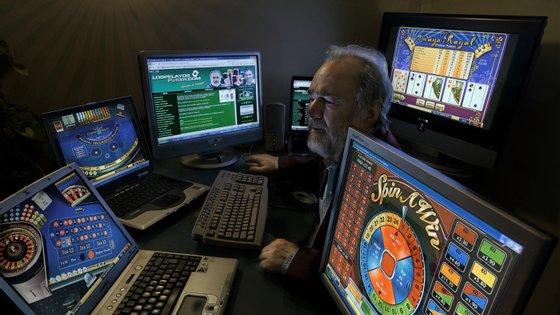 Os especialistas continuam a alertar para o perigo das casas de aposta online ilegalizadas