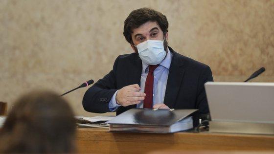 No parlamento, o ministro da Educação, Tiago Brandão Rodrigues, prometeu que seriam chamados mais docentes em caso de necessidade