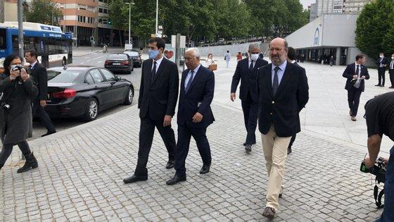 Rui Moreira, António Costa e João Pedro Matos Fernandes à saída do metro da Trindade, no Porto