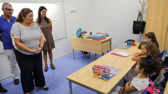 """As escolas podem proceder à contratação de professores através das reservas de recrutamento semanais ou do regime de contratação de escola """"que opera no prazo de quatro dias"""""""