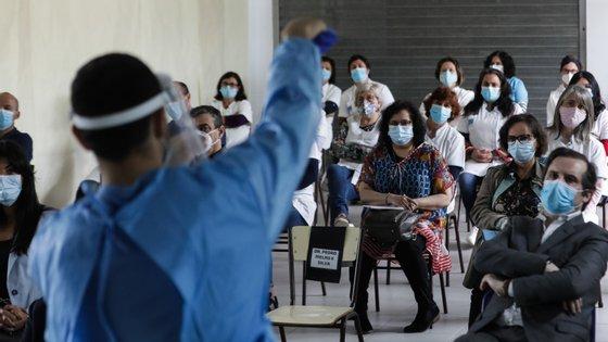 Cerca de 30 técnicos auxiliares de uma escola de Ovar receberam a formação