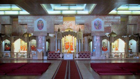 A Comunidade Hindu de Portugal reúne cerca de 9 mil fiéis. O Templo Radha Krishna, em Lisboa, é o principal centro de culto