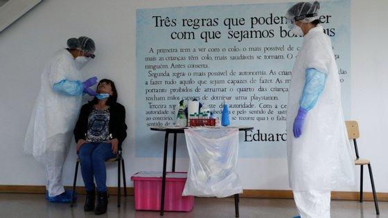 Os funcionários das creches de Lisboa e Vale do Tejo começaram esta sexta-feira a ser testados