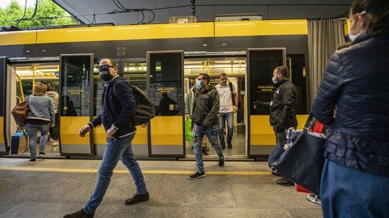 A ocupação média em hora de ponta e nos troços mais sobrecarregados foi de 43 passageiros por veículo