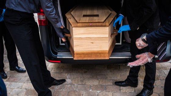 Estiveram no funeral mais do que as 20 pessoas autorizadas