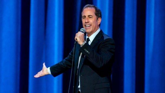 """A fisicalidade de Seinfeld, a entrega das piadas, o timing, tudo isso está no ponto. Mas em """"23 Hours to Kill"""" o conteúdo não é surpreendente"""