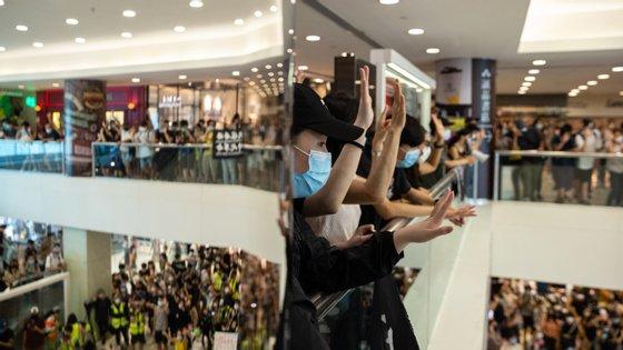 Os protestos foram desencadeados por emendas a um projeto lei de extradição agora abandonado e que permitiria que suspeitos de crimes fossem enviados para a China continental para serem julgados