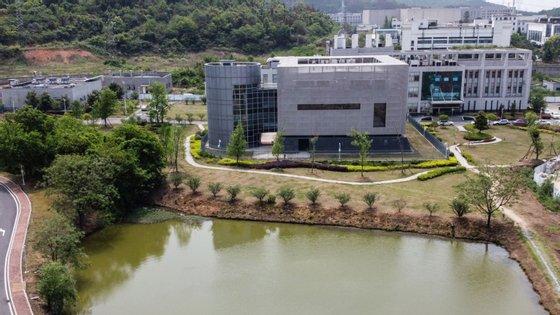 O Instituto de Virologia de Wuhan possui um laboratório de nível quatro, o mais alto em termos de biossegurança, para conduzir pesquisas com patógenos perigosos, como o vírus Ebola ou Lassa