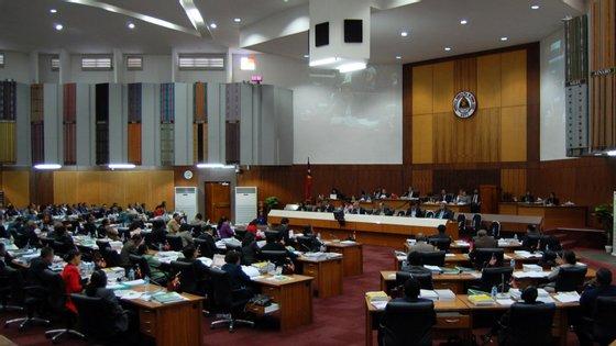 """Os deputados questionaram a liderança do atual presidente do Parlamento e também """"o facto de a maioria das sessões plenárias estarem a decorrer sem agenda e apenas com períodos antes da ordem do dia"""""""