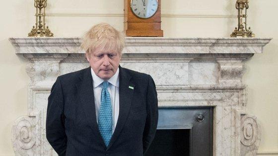 Boris Johnson anunciou medidas para o início de desconfinamento este domingo.