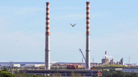 Até ao final do mês de abril, apenas o setor da eletricidade, gás e água apresentava um aumento, de 6,9%, com 77 novas empresas