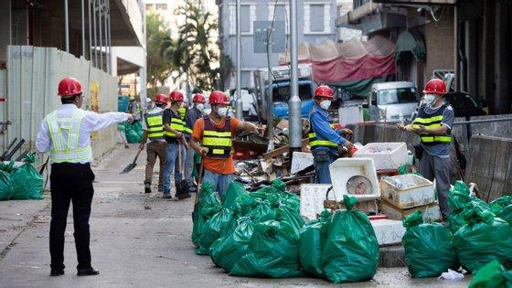 Os trabalhadores não residentes que têm domicílio na cidade de Zhuhai ou são titulares de cartão de residência da cidade puderam entrar no território sem obrigatoriedade de quarentena