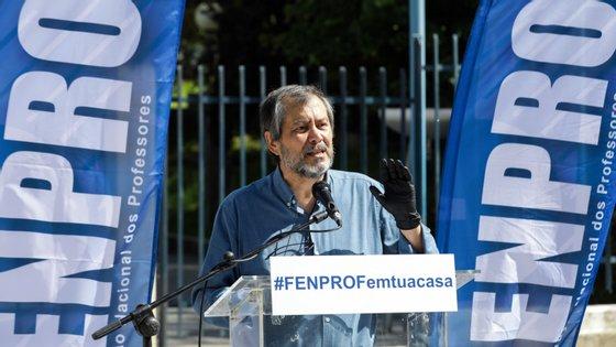 A Fenprof recorda que são precisas quatro mil assinaturas para que o documento seja debatido no Parlamento