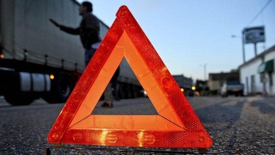 O incêndio começou cerca das 18h15 de segunda-feira na Autoestrada 8 no sentido Norte - Sul (Torres Vedras – Lisboa), ao quilómetro 16, na zona de Lousa