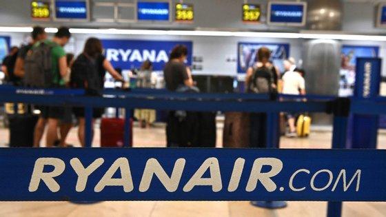 A Ryanair pede aos passageiros que, quando forem retomados os voos em julho, evitem as filas