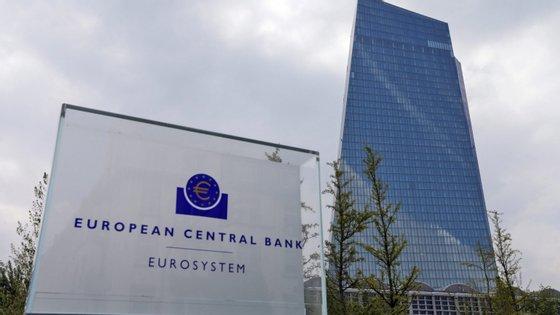 As compras de emergência devido à pandemia de Covid-19 subiram na semana passada para 34.200 milhões de euros