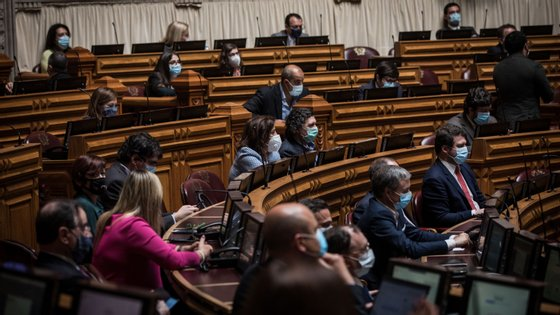 A nova normalidade parlamentar poderá passar pela distribuição dos deputados por várias salas ou até com parte deles nos seus gabinetes