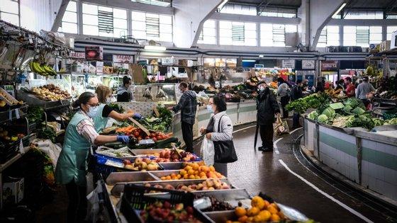 """""""Ainda que a pandemia tenha interrompido a trajetória virtuosa da economia portuguesa, há que enfatizar o modo como alguns operadores económicos conseguiram adaptar os seus modelos de negócio"""", indica o relatório"""