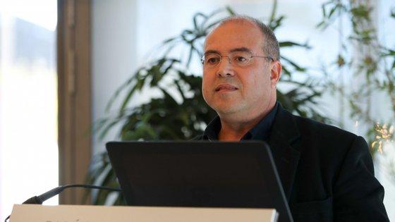 O decreto-lei para apoio aos media com a compra de publicidade institucional entrou em vigor no dia 7 de maio, prevendo uma verba de 11,2 milhões de euros para os órgãos de âmbito nacional