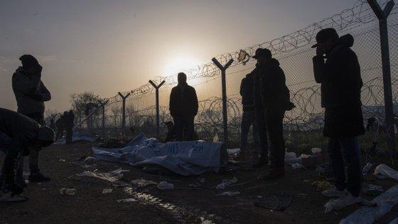 As autoridades croatas estão a ser acusadas de pintar cruzes com tinta spray cor de laranja nas cabeças dos migrantes e refugiados requerentes de asilo
