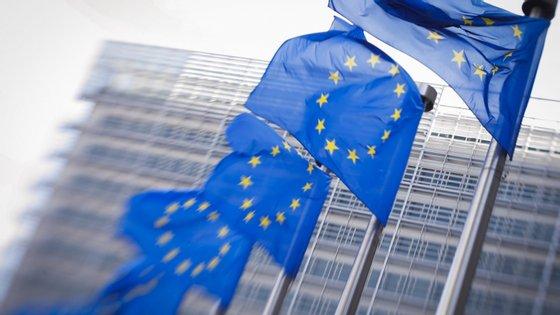 Bruxelas vai notificar por carta Portugal e outros 11 países