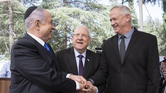 O novo executivo é fruto de um acordo para 3 anos entre Netanyahu, líder do Likud, que permanecerá no cargo de primeiro-ministro nos próximos 18 meses, e Gantz, da coligação Azul e Branco, que ficará com a pasta da Defesa durante ano e meio