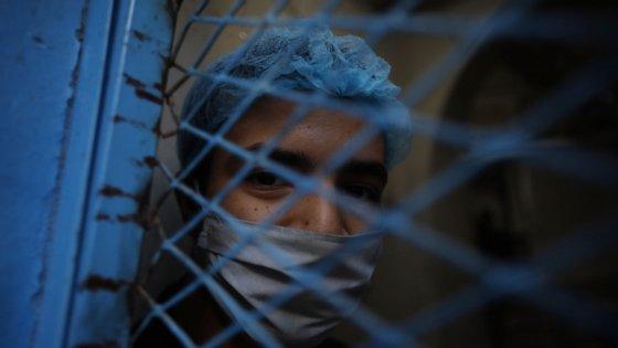 a OMS pede aos países que não negligenciem os serviços de apoio psicológico e garantam a sua disponibilidade como parte dos serviços essenciais durante a pandemia