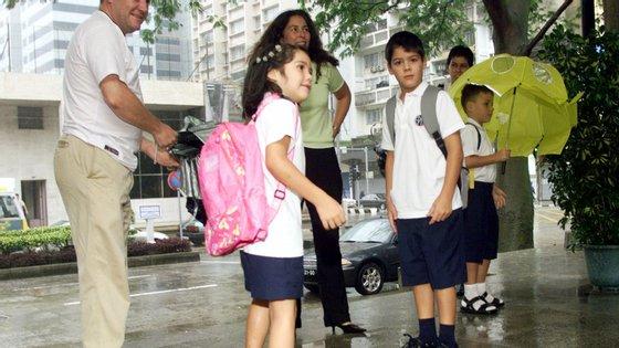 As escolas portuguesas funcionam em Angola, Moçambique, São Tomé, Cabo Verde, Macau e Timor-Leste