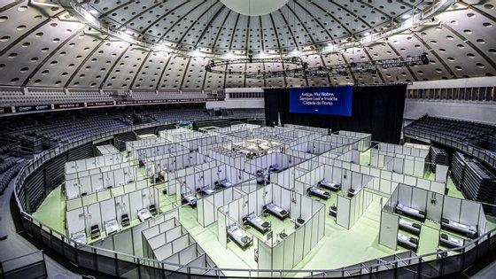 O Hospital de Campanha do Porto está montado no Super Bock Arena/Pavilhão Rosa Mota para acolher doentes com Covid-19