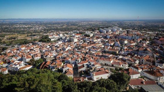 Em 2019, desceram abaixo do limiar de um milhão de euros de pagamentos em atraso os municípios de Alpiarça, Nazaré e Tabuaço, enquanto o município de Braga o ultrapassou