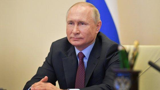 """Graças às medidas tomadas a montante, conseguimos salvar, sem exagerar, milhares e milhares de vidas"""", garantiu o Presidente russo, Vladimir Putin."""
