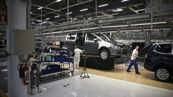 Em abril produziram-se apenas 1.238 veículos automóveis ligeiros e pesados