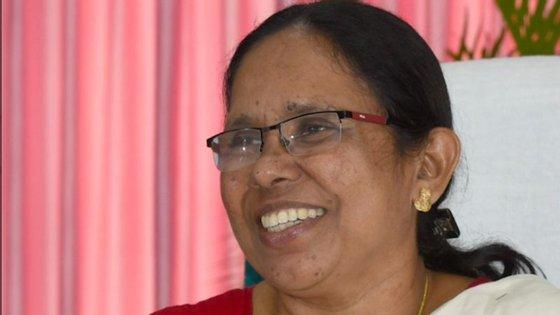 A principal autoridade de saúde da região de Kerala tem 63 anos e é uma celebridade