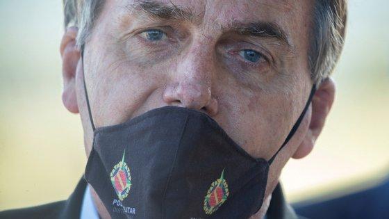 """""""Morrerá muito, muito mais [pessoas] se a economia continuar sendo destruída por essas medidas"""", disse Bolsonaro"""