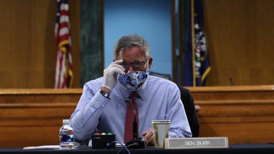 Apesar de continuar a negar ter cometido qualquer irregularidade, Burr afastou-se temporariamente do cargo