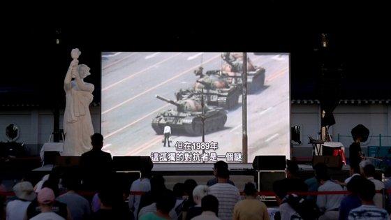 """""""Verificamos que, se calhar, já não temos o direito e a liberdade de comemorar publicamente o 4 de junho em Macau"""", afirmou o deputado pró-democracia Sulu Sou"""