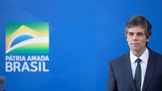 o ministro da Saúde brasileiro, Nelson Teich, tomou posse a 17 de abril depois de Bolsonaro demitir Henrique Mandetta
