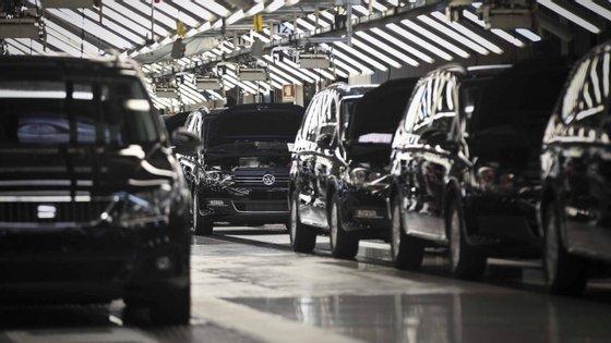 O setor automóvel pesa 7% no produto interno bruto (PIB) da UE, 6% no emprego e 12% no total de exportações europeias