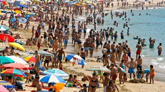 Foram anunciadas as regras a seguir para quem quiser frequentar as praias na próxima época balnear, que arranca a 6 de junho
