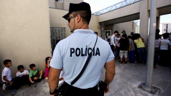 """A PSP vai por em marcha a operação """"Escola (ainda mais) Segura"""" em todo o país"""
