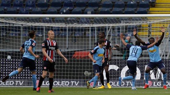 O festejo do golo de Marcus Thuram, sem abraços entre os jogadores
