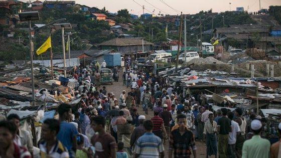 Campo de Cox Bazar, no Bangladesh, alberga um total de 860 mil pessoas